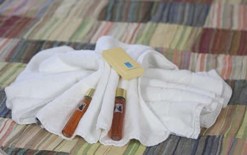 Dettaglio asciugameno in camera matrimoniale